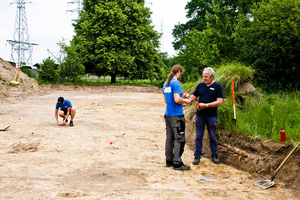 De erkende archeologen van Erfpunt voeren archeologisch onderzoek onder de vorm van een opgraving uit.